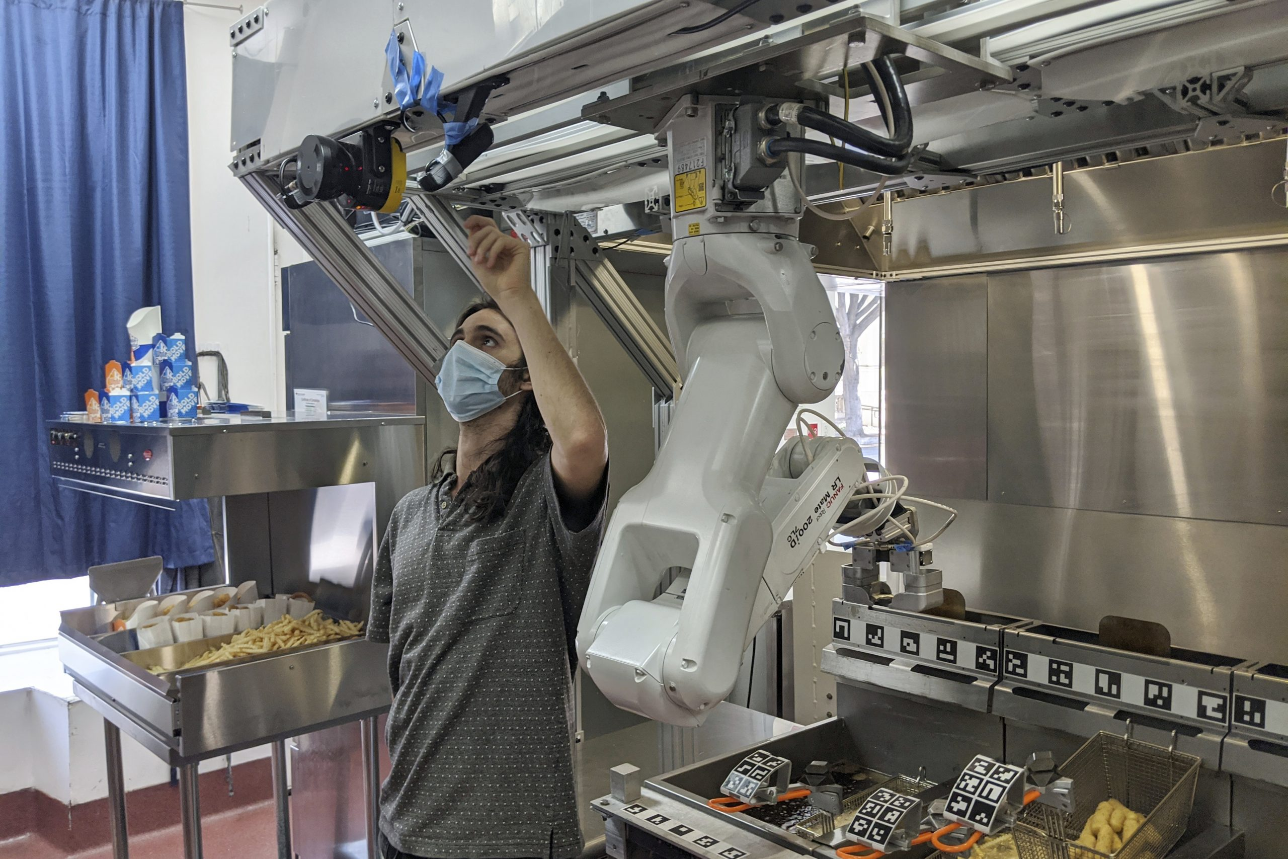 demand-for-robot-cooks-rises-as-kitchens-combat-covid-19