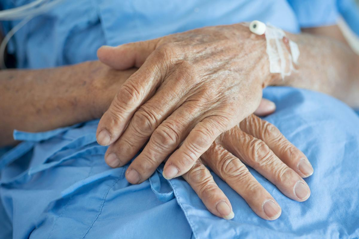 My Grandparents' Agonizing Deaths Taught Me to Be a Better Doctor