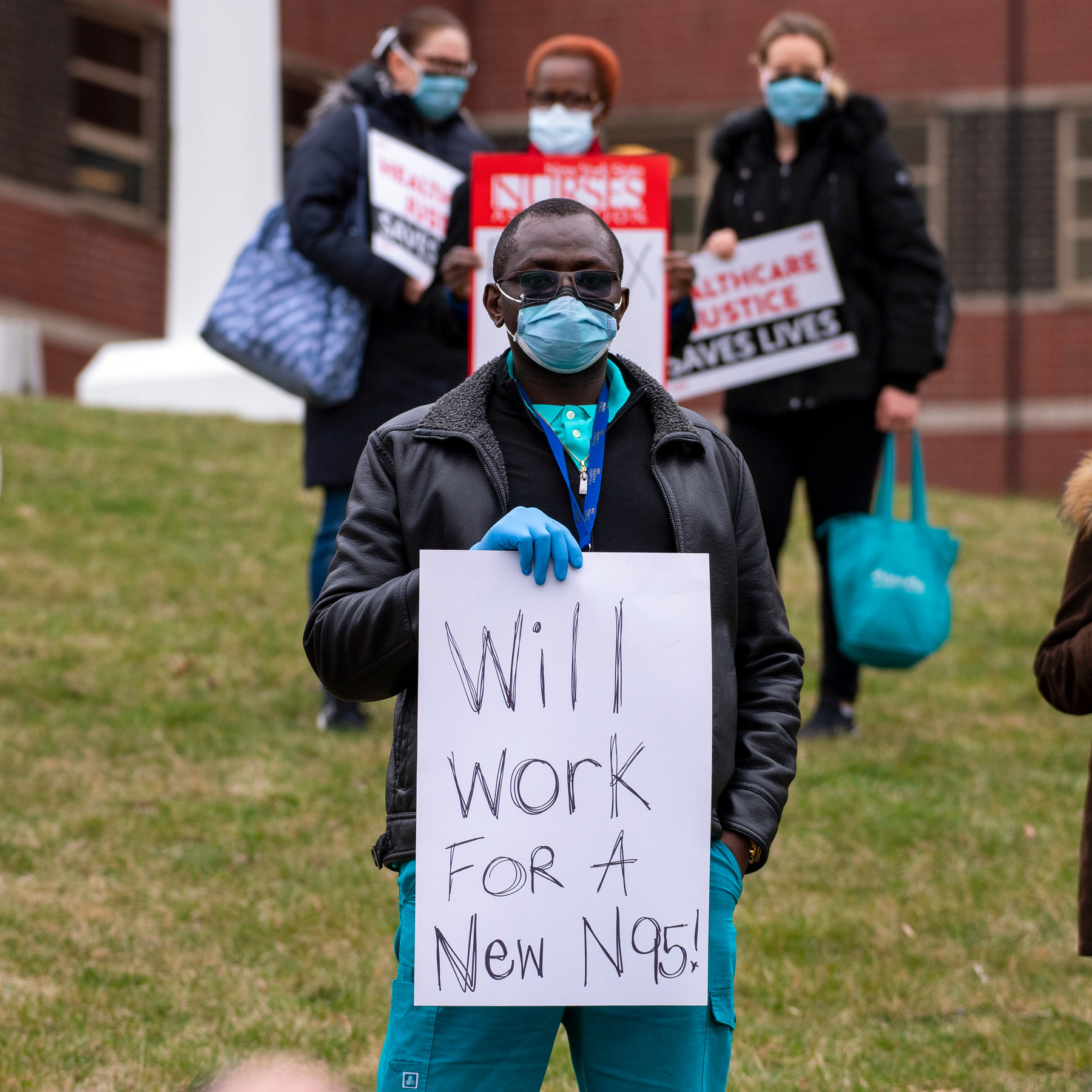 Nurses and Doctors Sick With COVID Feel Pressured to Get Back to Work